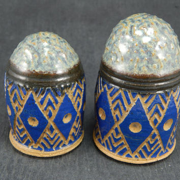 ceramic salt and pepper shakers, sgraffito pottery, stoneware shakers, ceramic tableware