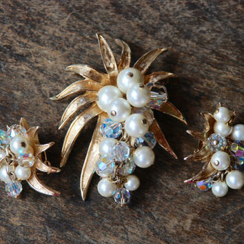 Vintage Brooch Clip On Earrings Faux Pearl Crystal Bead Dangles Gold Tone Starburst Mad Men Mid Century 1960's // Vintage Costume Jewlery