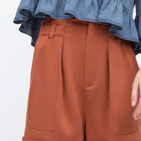 Gathered waist shorts with pockets