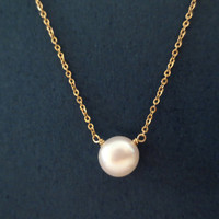 Simple Classic Button Pearl Necklace