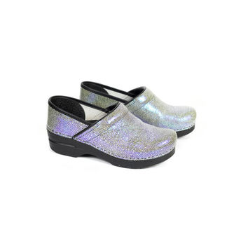 39 | dansko iridescent clogs / LIKE NEW / shagreen / size 8 - 9