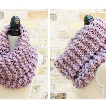 Chunky Knit Cowl - Lilac Purple. Super Chunky Scarf, Huge Scarf, Snood, Circle, Infinity Scarf, Loop Scarf, Circle Scarf, Winter Scarf