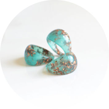 Turquoise resin ring, bubble ring, golden flakes, statement ring, eco resin ring, copper leaf, size US 7.5 ring