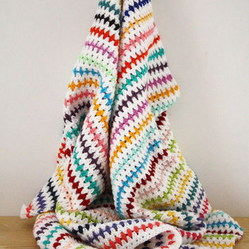 Crochet blanket ripple stitch: white and rainbow colours