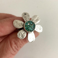 Silver and Turquoise Daisy Ring, adjustable ring, flower ring, crushed stone jewelry, hammered ring, resin jewelry, resin ring