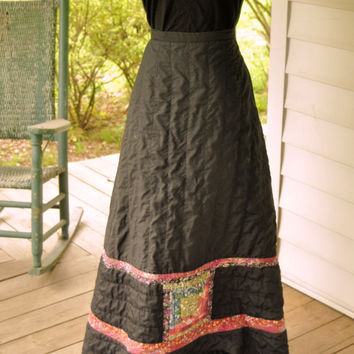 1970s Vintage Skirt/ 1970s Quilted Black Skirt/ Montaldos1970s Quilted Skirt Made in the USA Size M
