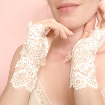 Bridal fingerless gloves off white French calais Lace
