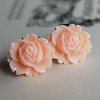 0g (8mm) Peach Lotus Flower Plugs-for stretched ears