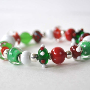 Christmas Bracelet, Red Green White Bracelet, Beaded Bracelet, Lampwork Bracelet, Stretch Bracelet
