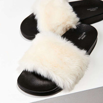 Cape Robbin Faux Fur Pool Slide | Urban Outfitters