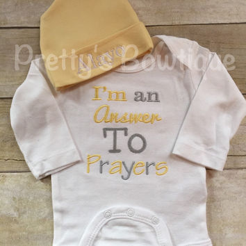 Baby coming home outfit-- I'm an answer to prayers -- baby bodysuit hospital or coming home outfit -- bodysuit and personalized beanie