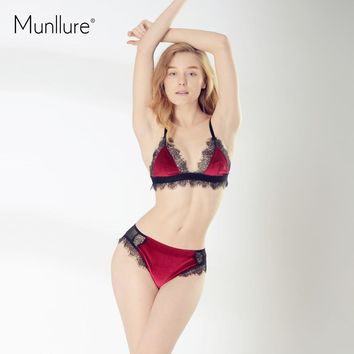 c89b70cba4d1 Munllure 2018 New Arrivals Sexy Ultra-Thin Triangle Cup Bra Set Women  Eyelash Lace Solid