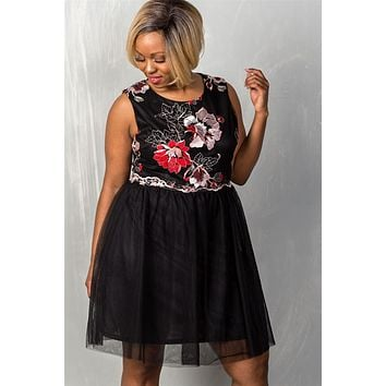 Ladies Voluptuous Size Sleeveless Floral Embroidered Tulle Dress