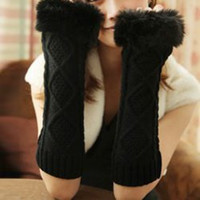 Black Floral  Pattern Knitted Gloves
