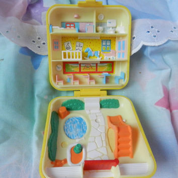 Vintage 80s Polly Pocket daycare nursery school baby yellow square clam shell