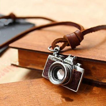 Retro Camera Style Pendant Necklace Vintage Jewelry