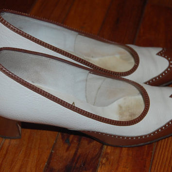 Vintage 60s Serenades by Florsheim Two Tone Spectator Brown & White Heels Pumps Shoes Size 9.5 Narrow
