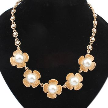 Streetstyle  Casual Gold Plated Pearl Floral Necklace