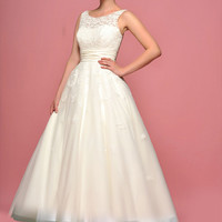 Retro Vintage Style Tea Length Lace Wedding Dress with Round Neck DV2068