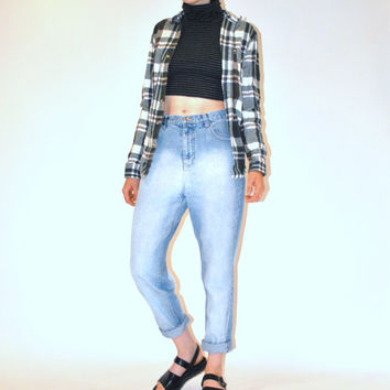 high waisted boyfriend jeans / early 90s GRUNGE light wash distressed denim mom jeans