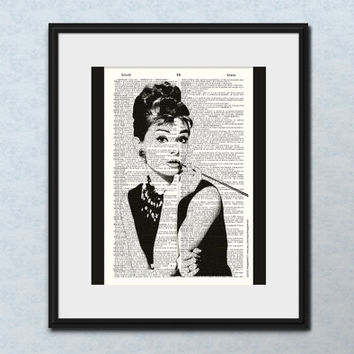 AUDREY HEPBURN PHOTO Vintage Dictionary Art Print Wall Decor Audrey Hepburn Wall Art Home Decor Breakfast Tiffany's Audrey Hepburn Portrait