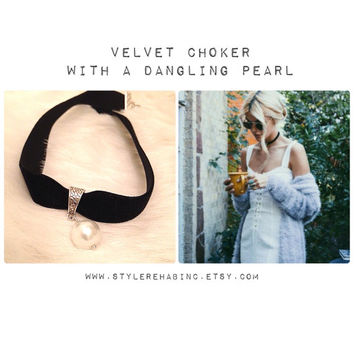 Velvet Choker with Dangling Pearl. Grunge style. Great with white tops. Teen trends. Fashion. Accessories. Jewelry. Gift. Women.