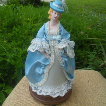 Vintage Windup musical box Rotating Porcelain Lady figurine on the Wooden Base