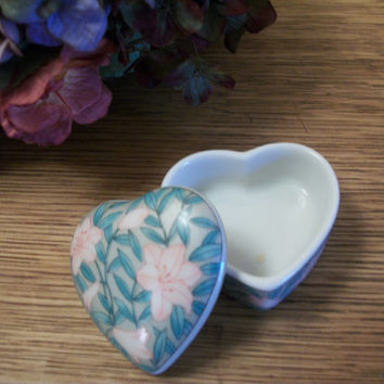Ring Box Covered Vanity Table Dish Heart-Shaped Japanese Porcelain Trinket Storage Pink Blue Floral Design Keepsake By Serenade for Otogirl