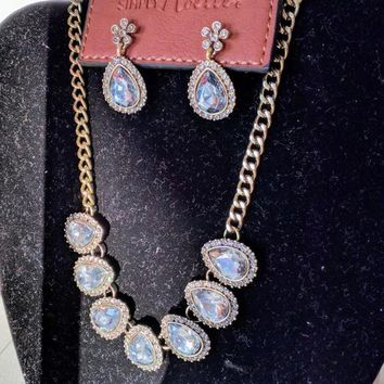 Gorgeous Teardrop Fashion Necklace and Earrings