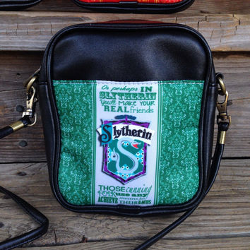 hogwarts house cross body purse / hufflepuff / gryffindor / ravenclaw / slytherin / harry potter / camera bag / day bag