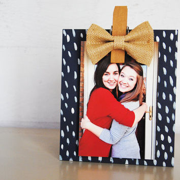 Burlap Bow  Navy & White Pattern hand painted wood photo holder / photo frame / photo display / photo clip holder / navy and burlap