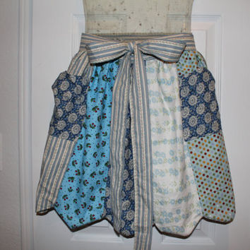 Vintage Scalloped Apron by WhimSology on Etsy