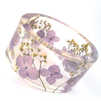 Size XXL Resin Bangle in Radiant Orchid  - Pantone's Color of the Year.  Resin and Real Flowers! Purple Hydrangea and White Baby's Breath