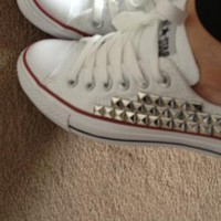 Low converse with silver pyramid stud size 4 from Lizzi476