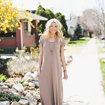 Loose Fit Maxi Dress with Pocket Detail.