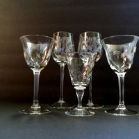 Eclectic Set of 5 Vintage Etched Cocktail/Wine Glasses Housewares New Years Entertaining Holiday Table Wedding