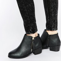 New Look Wide Fit Ankle Boot with Tassle Zip Detail