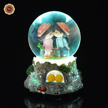 WR Musical Box Lighted Snow Globe Christmas Light Crystal Music Box Lovers Kiss Merry Christmas Frees Shipping