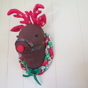 Vintage Reindeer Head Wall Hanging // Retro Kitschy Stuffed Reindeer Faux Taxidermy Christmas Holiday Decoration Red Green Fabric Wreath