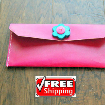 Vegetable tanned pink leather pencil case with handmade ceramic button. Hand stitch, made with ecofriendly products, genuine veg tan leather