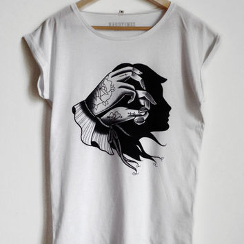 Woman t-shirt with Chinese shadows with woman's face. White, original design silkscreen printed.