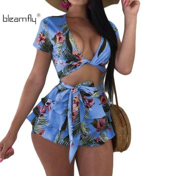 2018 Summer 2 Pieces Set Sexy V-Neck Women's Sets Floral Print Beach Set Crop Tops And Shorts Casual Tracksuit Suits