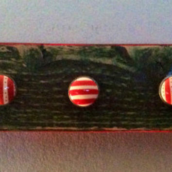 Necklace hanger wall rack jewelry display rustic hunter green with rose red edging with 5 red & white hand-painted knobs