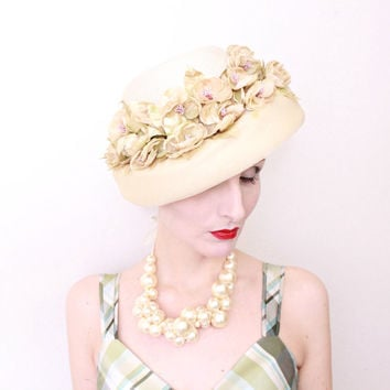 1950s Hat / VINTAGE / 50s Hat / Champagne / Cream / Flowers / Derby Hat