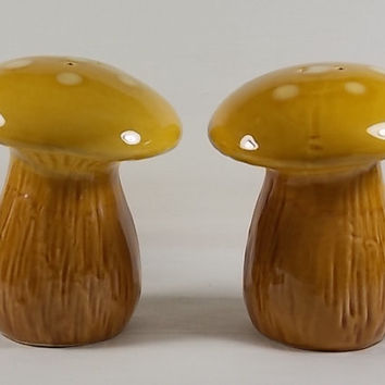 Vintage Circa 1970's A Large Plump Pair of Spotted Mushrooms Salt and Pepper Shaker Set, Colorful Hand Painted Ceramic, Made in Japan