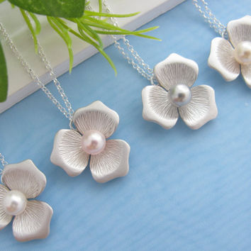Bridesmaids Necklace- Pearl Necklace- Flower Necklace,  Set of four- Wedding jewelry- Silver Necklace, Bride, Bridal, Mothers Gift