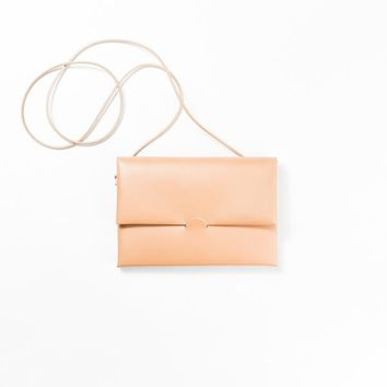 Seamless Leather Shoulder Clutch - Nude