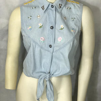 90s Vtg PANDORA CASUALS Sleeveless Blouse / Front Tie Crop Top / Button Up Light Wash Denim Shirt / Cute Floral Appliques / Studded Collar