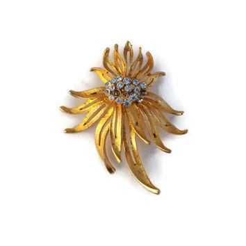 Vintage,  JP brooch, gold and diamond. Missing 3 gemstones