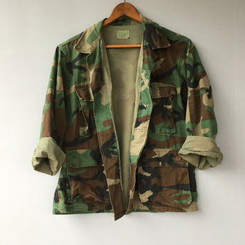 Vintage Mens US Camo Military Jacket Shirt Camouflage Distressed XX Short Small